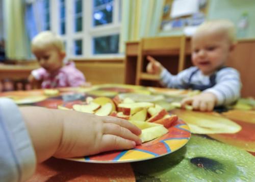 In Ostösterreich sperren Kindergärten früher auf und später zu. Ein Landesgesetz soll das Problem entschärfen.