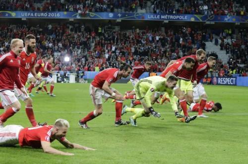 Jubel pur bei den Walisern: Nach einem 3:1-Erfolg gegen Belgien steht der Debütant der Frankreich-EM im Halbfinale.