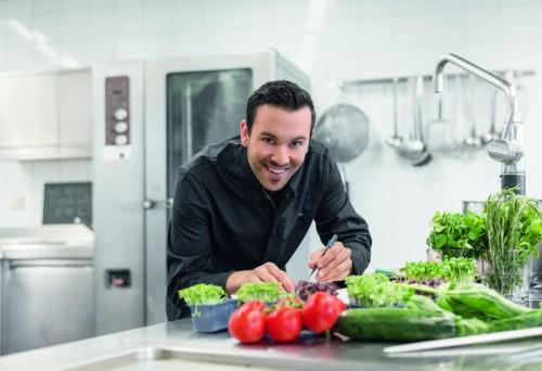 Kochweltmeister Kevin Micheli zeigt, welche Karrierechancen im Tourismus möglich sind.
