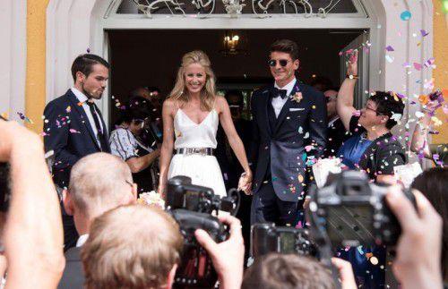 Mario Gomez und seine Freundin Carina Wanzung gaben sich am Freitag in einem Münchener Standesamt das Ja-Wort.