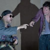 Theaterabend, der einen sehr langen Schatten wirft