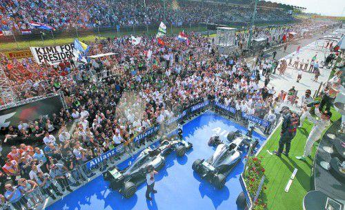 Nico Rosberg parkte in Budapest seinen silberpfeil als Zweiter hinter Lewis Hamilton und büßte damit die Führung in der WM ein.
