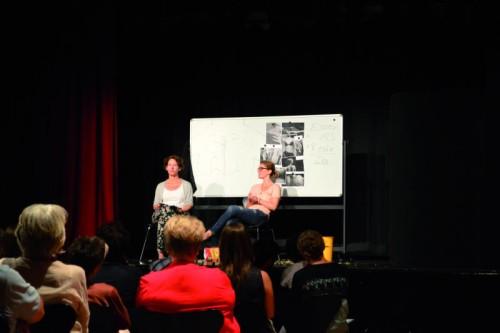 Regisseurin Sonja Hilberger und Cornelia Wöss stellten sich nach der Aufführung auch einer Diskussion.