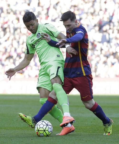Salzburg-Neuzugang Wanderson im Duell mit Lionel Messi.