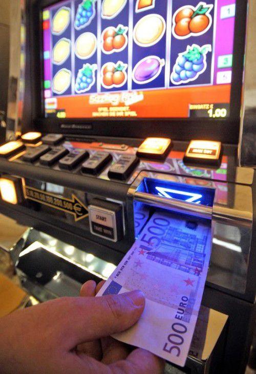 Spielautomaten können labile Menschen schnell süchtig machen.
