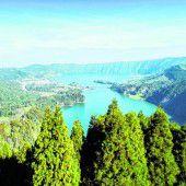 Kratersee in Blau und Grün