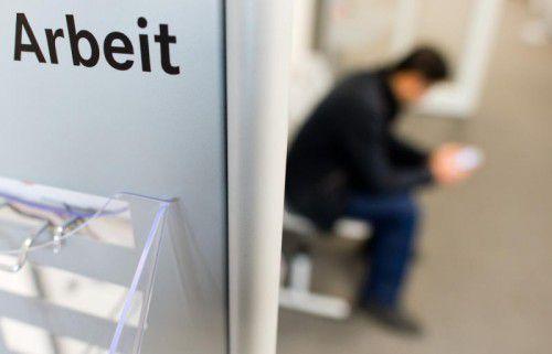Die Zahl der Arbeitslosen sinke bei Langzeitarbeitslosen langsamer als bei anderen, sagt AMS-Vorarlberg-Chef Bereuter.APA