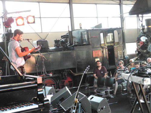 Die Remise des Wälderbähnle wird wieder zur Bühne für Musiker aus verschiedenen Nationen.