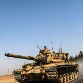 Türkische Panzer rücken erstmals nach Syrien vor