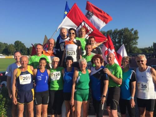 Ein Großteil des erfolgreichen Masters-Aufgebots des Vorarlberger Leichtathletikverbands.