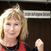 Erika Kronabitter (geb. 1959) lebt in Vorarlberg und Wien, sie ist Schriftstellerin und Literaturvermittlerin.