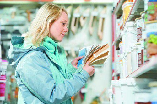 Farbmuster vermitteln einen Eindruck über die Intensität des Anstriches. Foto: Shutterstock
