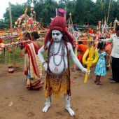 Buntes Fest zu Ehren von Gott Shiva