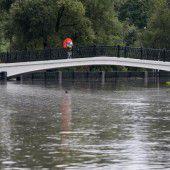 Regen setzt Moskau teils unter Wasser
