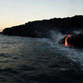 Lavastrom vom Vulkan bis ins Meer