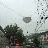 Schirm sorgt für Stromausfall