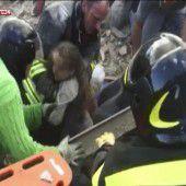 Mädchen nach 16 Stunden aus Trümmern geborgen