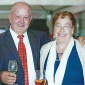 Glücklich und zufrieden feiern Evi und Oskar Summer ihren Jubeltag.