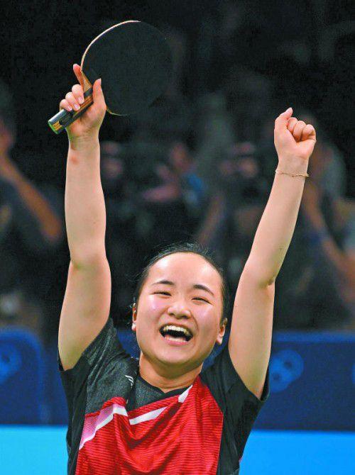 Mima Ito jubelt über Bronze mit der Mannschaft.