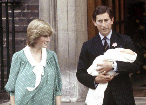 Prinzessin Diana und Prinz Charles im Jahr 1982 mit Sohn William kurz nach dessen Geburt. Damals schien ihre Welt noch in Ordnung.