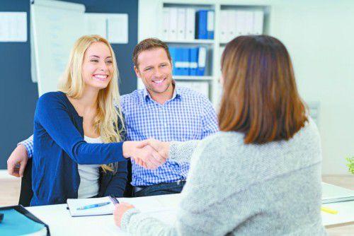 Seriöse Makler bieten ihren Kunden umfangreiche Betreuung bei der Wohnungssuche. Foto: Shutterstock