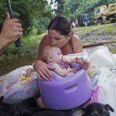 Tausende Menschen aus Wassermassen gerettet