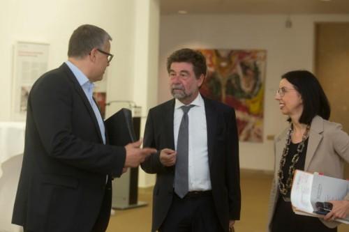 Verfahrensanwalt Karl Weber (Mitte, mit ÖVP-KO Frühstück und Landtagsdirektorin Goldgruber-Reiner) wird um Rat gebeten.