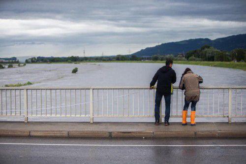 So sieht es am Rhein bei Hochwasser aus. Extremwetterereignisse nahmen in den letzten Jahren zu. VN/Steurer