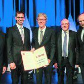 Dr. Albert Lingg wurde mit dem diesjährigen Dr.-Toni-Russ-Preis geehrt