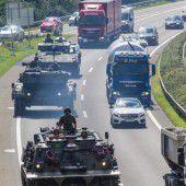 Panzer Marsch auf der Rheintalautobahn