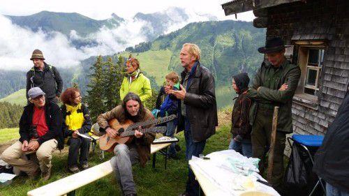 Die Tallandschaft bietet eine einzigartige Bühne für das facettenreiche Programm des Walserherbst-Festivals. VN