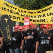 Usinger Zumtobel-Mitarbeiter protestierten in Dornbirn