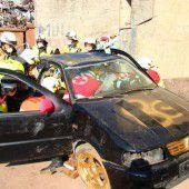 Gemeinsames Übungsspektakel der Feuerwehren und Rettung