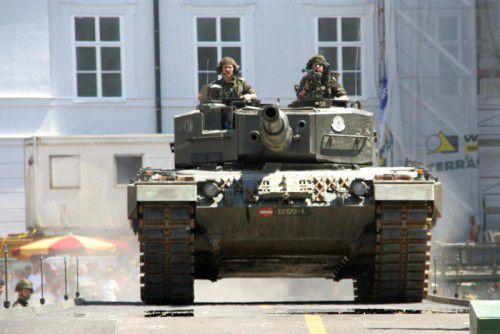 """Auch ein """"Leopard 2"""" wird für einen ungewöhnlichen Anblick auf der Autobahn sorgen.  Foto: Bundesheer"""