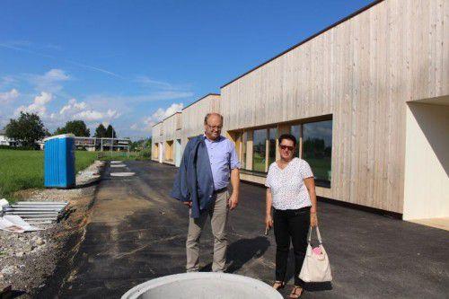 Bürgermeister und Vize beim neuen Kinderhaus in Lauterach.