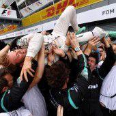 Hamilton pennt, Rosberg siegt