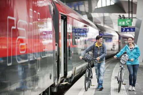 Zugreisende werden ersucht, sich vor Fahrtantritt zu informieren. ÖBB