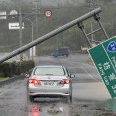 Gewaltiger Taifun legt Süden Taiwans lahm
