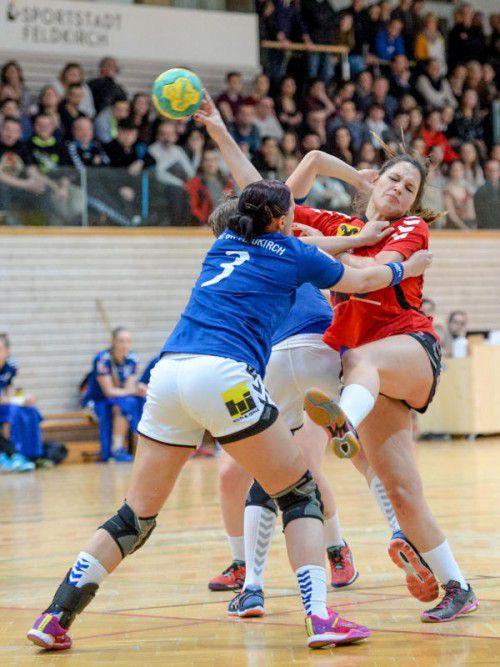 In der ewigen Derbybilanz der Handballerinnen liegt der SSV Dornbirn-Schoren mit zwölf Siegen, vier Remis und acht Niederlagen nach 24 Vergleichen vorne. VN/Lerch