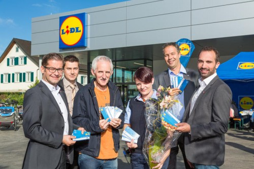 M. Hargitai (Lidl), Wirtschaftsreferent P. Wiedl , E. Stüttler (Tischlein deck dich), Filialleiterin S. Heine, M. Bundt, Matthias Sengstschmid (Lidl).