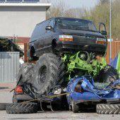 Monster Trucks brettern durch Ludesch