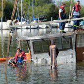 Boot kentert in Lindau
