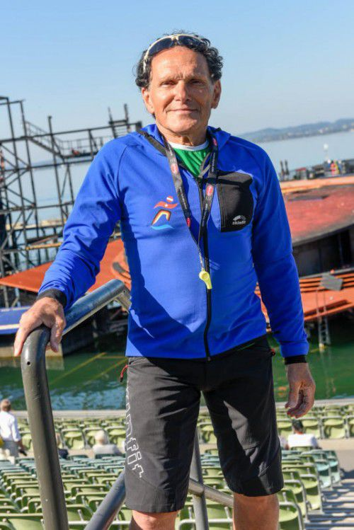 Hansjörg Gamper ist seit zehn Jahren als Streckenposten des Sparkasse-3-Länder-Marathons auf der Seebühne im Einsatz. Foto: stiplovsek