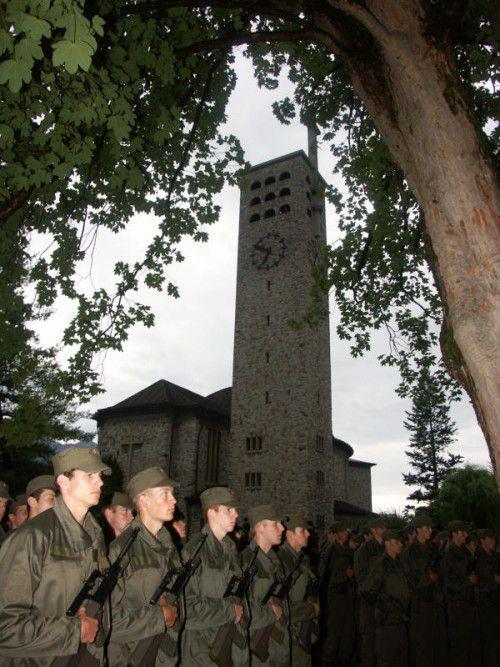 230 Rekruten werden im Plettenbergpark angelobt.