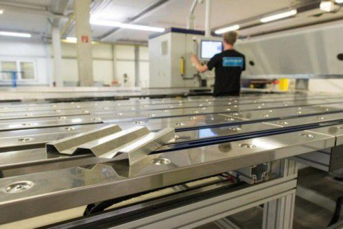 Alcolor ist in den Geschäftsbereichen Pulverbeschichtung und Lohnfertigung Blechtechnik tätig. 55 Mitarbeiter werden beschäftigt.