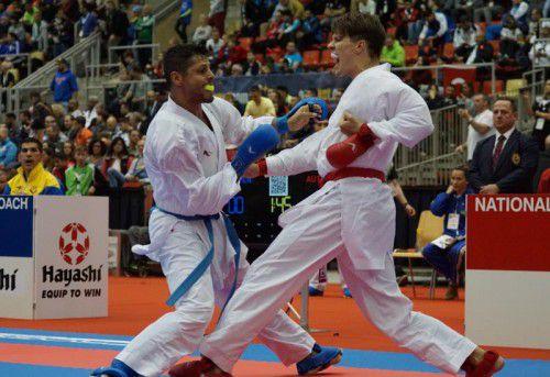 André Gratzer (rote Handschuhe) lieferte sich mit dem Venezolaner Cesar Herrera ein packendes Duell.  Fotos: Grafoner