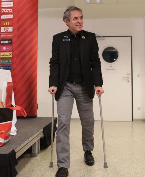 Auch das Knie schmerzt: Eine OP ist bei Teamchef Marcel Koller unumgänglich. fOTO. GEPA