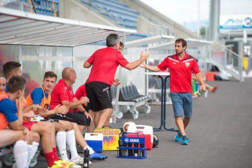 Auch gegen St. Johann soll die Siegserie der Schützlinge von Trainer Didi Berchtold (rechts) anhalten. Foto: rhomberg