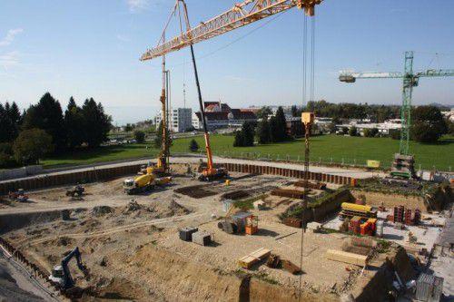 """Auf dem ehemaligen Rupp-Areal gehen die Arbeiten für das neue Wohnquartier """"Mein Seedomizil"""" bestens voran.  Foto: M. Schallert"""