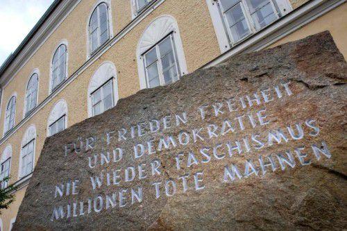 Bei der Frage, ob Hitlers Geburtshaus in Braunau abgerissen werden soll oder nicht, scheiden sich die Geister. FOTO: AFP